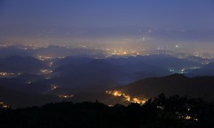 ~ Wuzhi Mountain,  Light Fog Night view @ Taipei City~ (PS~~) Tags: morning travel pink light sky mountain mountains color fog night clouds sunrise canon landscape photography dawn lights twilight view image taiwan atmosphere valley taipei rays nightview temperature   hdr  crepuscularrays pinkclouds crepuscular   nightcity   101              rosyclouds