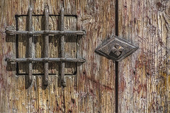 Postiguillo (Ignacio M. Jimnez) Tags: door wood espaa brown spain puerta madera andalucia shutter jaen andalusia marron ubeda postiguillo tufototureto
