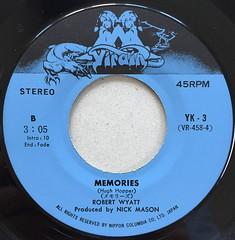 Robert Wyatt: (Im a believer/Memories) (svennevenn) Tags: records vinyl singles neildiamond robertwyatt hughhopper