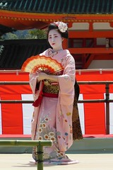 Special dance performace at Heian Shrine (logroll) Tags: japan fan dance kyoto shrine performance maiko geisha kimono gion matsuri  heianjingu miyagawacho   kimitoyo