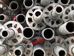 Silver pipes (Lukinator) Tags: city red building rot metal silver circle site hole metallic circles pipes baustelle finepix strong fujifilm loch stark heavy simple rohr circuit metall circular silber kreis hs20 rohre schwer kreise simpel metallisch kreisfrmig silberrohre