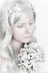 DSC_0500kl (sheeez_de) Tags: selbstportrait weis blumenimhaar surreal blumen portrait