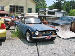 BEAT TR6 (richie 59) Tags: auto trees newyork cars car rural america outside rust automobile unitedstates weekend country sunday rusty convertible headlights grill faded willow chrome rusted triumph beat vehicle rusting newyorkstate oldcar sportscar bluecar frontend repairshop britishcar britishsportscar 2016 fadedpaint ulstercounty motorvehicle triumphtr6 europeancar autorepairshop ulstercountyny oldsportscar oldtriumph 1970scar 2010s willowny oldconvertible richie59 townofwoodstock townofwoodstockny june2016 june262016