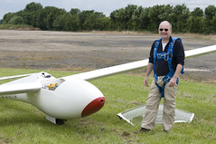 Geoff Williams at Hinton... (Air Frame Photography) Tags: uk england flying aircraft airplanes competition gliding glider gliders ls oxfordshire dg shenington bga regionals avgeek realflying