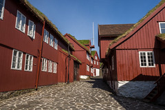 Oldest Part of Trshavn (Aymeric Gouin) Tags: faroe faroeislands fro ilesfro torshavn froyar tinganes architecture alley red rouge building batiment wood bois old vieux historic capital city ville travel voyage olympus omd em10 aymgo aymericgouin streymoy