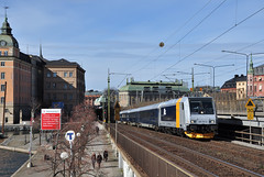185 707-8 Blå Tåget, Stockholm (S) (RobbyH83) Tags: stockholm 185 traxx blåtåget railpool skandinaviskajernbanor