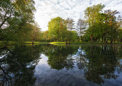 Summer Feeling in April (Philipp Klinger Photography) Tags: park blue trees light sunset shadow red sky orange sun cold color colour reflection tree green nature water colors grass yellow germany landscape deutschland evening leaf am pond nikon warm europa europe colours hessen frankfurt main leafs philipp frankfurtammain stadtpark d800 hesse hchst klinger reflectionssunset hchster nikon1635mmf4vr hchsterstadtpark
