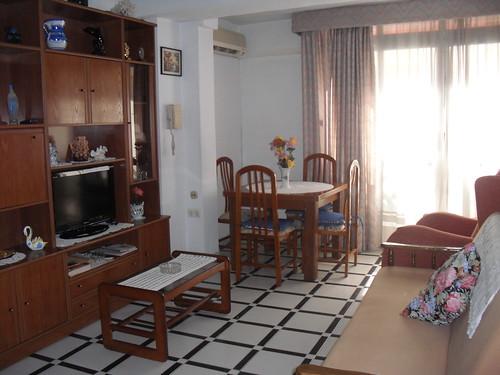 Salón comedor amplio muy soleado. Les atenderemos en su agencia inmobiliaria de confianza Asegil en Benidorm  www.inmobiliariabenidorm.com