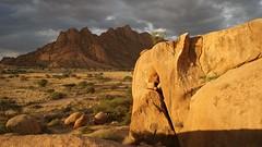 Namibia Spitzkoppe (tor-falke) Tags: africa landscape sony ngc safari afrika landschaft namibia spitzkoppe swa sonyalpha africalandscape alpha200 torfalke flickrtorfalke