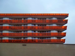 Almere (screenpunk) Tags: orange floors flat balcony balkon oranje parkeerplaats almere winkelcentrum etages appartementencomplex verdiepingen balustraden