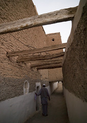 Old Ghadames Street, Libya. (Eric Lafforgue) Tags: africa road street old color sahara vertical wall outdoors northafrica unescoworldheritagesite oasis medina libya narrow ghadames libia libye libyen colorpicture lbia italiancolony libi libiya tripolitania  ribia liviya ghadamis gadhames libija colourpicture       lbija  lby  libja lbya liiba livi  a0012960