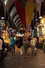 (knightinz) Tags: istanbul spicemarket egyptianmarket riotofcolours porcelainwares colourfulglassware