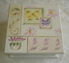 porta joias (Imer atelie) Tags: flores minas artesanato rosa caixa madeira suave branca pintura borboletas lilas colorida arabesco delicada florzinhas feitoamo portajoias imeratelie