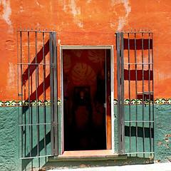 (msdonnalee) Tags: door puerta iron wroughtiron doorway porte ironwork entry stucco  photosfromsanmigueldeallende fotosdesanmigueldeallende