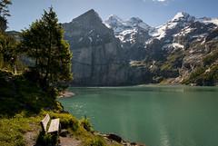 Oeschinensee (PhiiiiiiiL) Tags: sun mountain bench schweiz switzerland nikon suisse hiking hike berge kandersteg mountainlake bergsee sonne wandern berner bernese wanderung oberland d300 oeschinensee blüemlisalp bänkli blüemlisalphorn oeschinenhorn fründenhorn