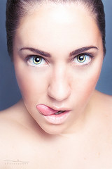 Lengua de fresa (Malia Len ) Tags: auto portrait woman selfportrait girl beauty face tongue canon eyes retrato flash cara malia lengua rostro belleza malialeon