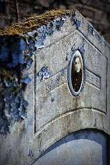_DSC0015 (Tophke) Tags: portrait 50mm tombe cimetire