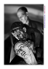 Apostolado (Chema Concellon) Tags: blackandwhite españa blancoynegro night easter noche spain europa europe dof arte valladolid escultura desenfoque paso nocturna tres trio turismo imágenes cultura viernessanto semanasanta 2012 apostolado conjunto tradición castilla escultor procesión hollyweek castillayleón religión tallas discípulos devoción cofradía apóstoles imaginería sagradacena chemaconcellón procesióngeneral maderapolicromada imaginero grupoescultórico desenfoqueselectivo pasoprocesional valladolidcofrade procesióngeneraldelasagradapasióndelredentor juangurayaurrútia conjuntoprocesional
