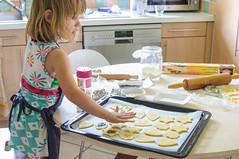 Hands on (fred_v) Tags: flickrfriday handson cuisine cooking enfant child explore