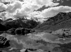 Laghetto del Lauson (anto_gal) Tags: bw trekking trek lago valle bn 2008 montagna aosta rifugio laghetto valledaosta valdaosta cogne vittoriosella lauson