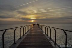 Viaje al Infinito (Judit Guijarro) Tags: barcelona sunset espaa sun sol del puente dawn nikon sunny amanecer catalunya infinito petroleo badalona peatones petroli d3100 nikond3100