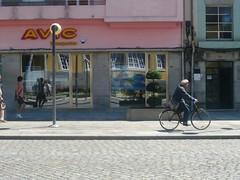 (Ponto e virgula) Tags: vianadocastelo rua ciclista typo font reflexo reflection