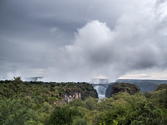 Mosi-oa-Tunya - The Smoke Which Thunders - El humo que truena (Juandalfweb) Tags: zimbabwe victoriafalls africa olympusomdem10 panasoniclumix20mm microfourthirds micro43 microcuatrotercios olympus omd