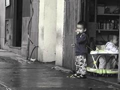 En la calle. (WJSGD1EX) Tags: street de asian kid child venezuela caracas nio futuro chino venezolano asitico