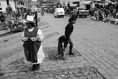 Jour de marché (Pierrodyssée) Tags: blackandwhite bw monochrome cuzco blackwhite noiretblanc perú pérou quechua