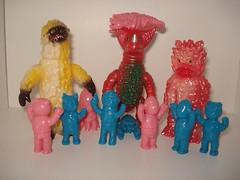 Butanohana (kopponigen) Tags: bear pink blue red japan azul toy toys oso vinyl rosa woo hana ape octopus lobster pon juguete tako micros pulpo kuma ebi langosta buta garamon sofubi staiin gomora butanohana