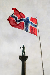 Hurra Norge! 17 mai! (larigan.) Tags: norway statue flag windy marketplace flagpole trondheim torget norwegianflag textured nasjonaldag 17thmay syttendemai gratulerermeddagen norskflagg olavtrygvasson flypapertexture heianorge licensedwithgettyimages fhnvind