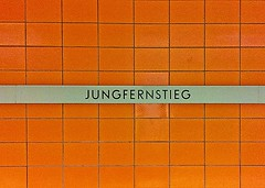 HAMBURG - JUNGFERNSTIEG (Maikel L.) Tags: orange sign germany subway deutschland metro hamburg tube virgin stop ubahn alemania hamburgo naranja haltestelle parada jungfernstieg jungfer