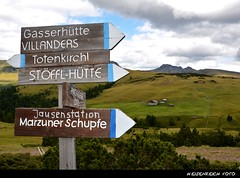 zur nchsten Jausn is's nit weit! (H. Eisenreich Foto) Tags: italy ic hiking south hans heike alm alto wandern tyrol sdtirol bozen adige wegweiser bergwandern brotzeit jausenstation villandro villanders poststrasse jausen villanderer schmidmhlen schupfe flickraward eisenreich mygearandme wegschilder marzuner