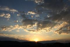 .....'giorno a tutti....... (altalanga) Tags: dawn nuvole alba maggio paese canon450