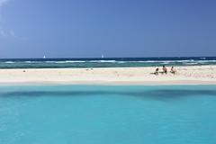 it's just us (gcarmilla) Tags: ocean blue sea people beach island three mare puertorico blu horizon persone cielo tre spiaggia oceano orizzonte palominito