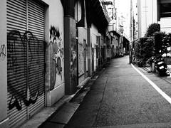 Shibuya Back Alley (Simon*N) Tags: monochrome japan lumix tokyo shibuya olympus 日本 風景 omd 日常 m43 em5