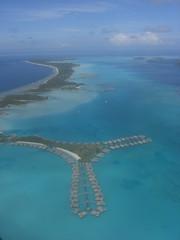 Bora Bora (Olivier Bruchez) Tags: france pacific pacificocean borabora oceania frenchpolynesia rpubliquefranaise polynsiefranaise domtom frenchrepublic lessouslevent archipeldelasocit