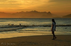 Bachianas Brasileiras N 5 - Praia de Itaipu - Niteroi - Rio de Janeiro (.**rickipanema**.) Tags: sunset pordosol praia rio riodejaneiro nikon rick cristoredentor corcovado sugarloaf podeaucar niteroi itaipu sumare christredeemer rickipanema sunsetinrio praiadeitaipu brazil2014 praiasdorio nikoncoolpixp80 rio2016 montanhasdorio praiasdoriodejaneiro praiascariocas sunsetinriodejaneiro pordosolnorio rickipenama pordosolemniteroi sunsetinniteroi praiasdeniteroi thestatueofthechristofredeemer montanhasdoriodejaneiro heitorvillaslobo bachianasbrasileirasn5 villaslobo