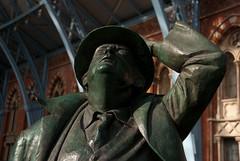 Looking at Barlow's roof (Solas beag) Tags: sculpture london poet johnbetjeman nikond80 stpancrashotel martinjennings tokina1116mm barlowstrainshed
