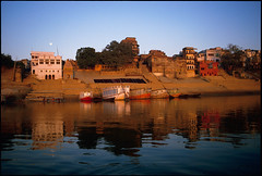 Varanasi_30 (Chris Protopapas) Tags: moon india architecture facade river pentax peaceful calm explore moonrise varanasi ganges uttarpradesh drumscanner smcpa28mmf28 pentaxart visipix hells3900