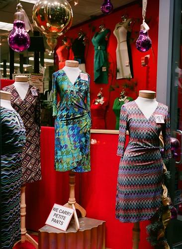 newyork 120 film window shop brooklyn mediumformat store clothing 645 dresses storefront downtownbrooklyn fultonmall ga645 c41 mittelformat fujipro400h moyenformat formatomedio fujifilmga645 среднийформат petitepants