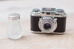 Bolsey B2 (Arne Kuilman) Tags: camera lens klein saltshaker american tiny saltcellar wollensak bolsey anastigmat bolseyb2 zoutvat zoutvaatje 44mmf32 jacquesbolsky