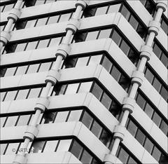 Modernes Muster (artus8f) Tags: flickr pattern struktur sw wuppertal muster abstrakt diagonale linien modernearchitektur einfarbig schwarzweis minimalismus