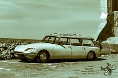 Desse des familles (Thierry Poupon) Tags: old blackandwhite car sepia vintage soleil automobile break noiretblanc ds citron ancienne bages familliale