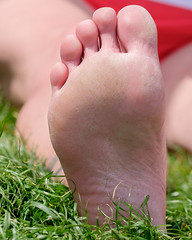 DSCF3682.jpg (taureal) Tags: feet female candid mature barefoot soles