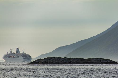 Deutschland leaving Grytøya