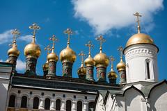 im Kreml (swissgoldeneagle) Tags: church cathedral russia moscow kathedrale kirche ru orthodox moskau moskva kreml москва russland кремль rx100 zwiebeltürme zwiebeltuerme rx100m4