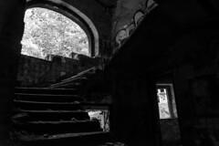 Stairway to don't go up (dioptrie79) Tags: berlin weisensee nikon d5300 bw stairway treppe old alt abandoned places verlassen kinderklinikum schwarzweis