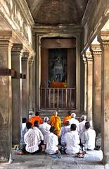 "Angkor worship <a style=""margin-left:10px; font-size:0.8em;"" href=""http://www.flickr.com/photos/46768627@N07/7062874361/"" target=""_blank"">@flickr</a>"