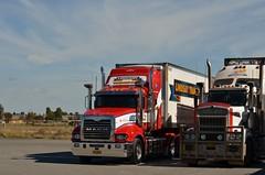 Lindsay Bros (quarterdeck888) Tags: nikon flickr transport lindsay frosty trucks mack tractortrailer semitrailer haulage quarterdeck newellhighway highwaytrucks d5100 lindsaybros jerilderietrucks